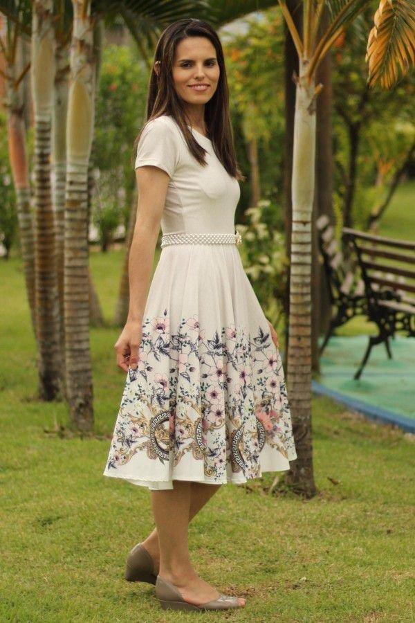 Vestido midi godê total off-white flores