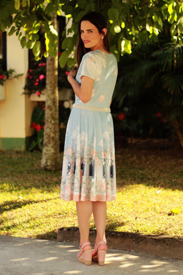 Vestido midi godê total azul claro piano flores