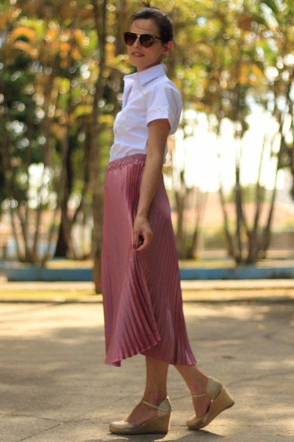 Saia midi plissada cetim rosa